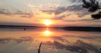 Захід сонця над Білим озером