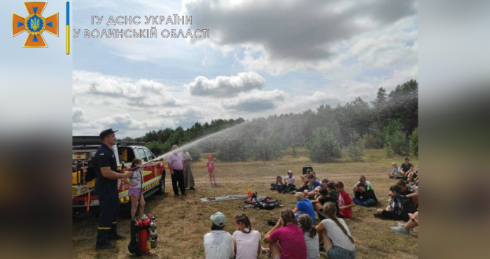 Рятувальники навчали дітей правилам безпечного відпочинку влітку
