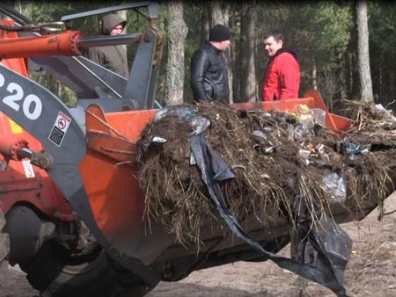 Жителі села на Камінь-Каширщині та лісівники ліквідували стихійне сміттєзвалище
