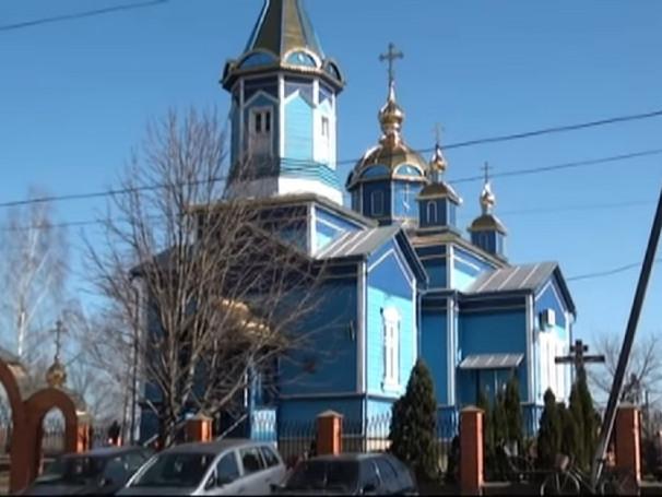 У церкві Благовіщення Пресвятої Богородиці села Раків Ліс відбулася перша служба після прийняття рішення про приєднання до Православної церкви України