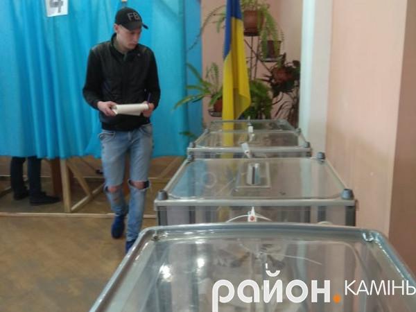 Як проходять вибори у Камені-Каширському на виборчій дільниці в РБК