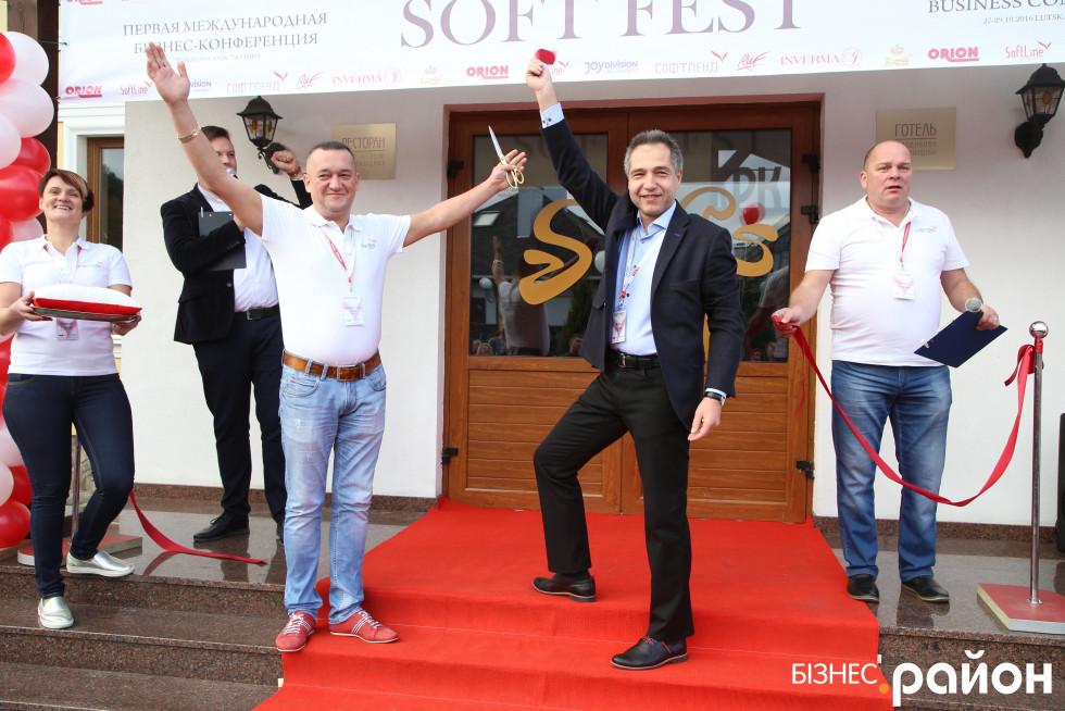 Марк Михайличенко – власник і Руслан Євчук – директор магазину «Казанова»