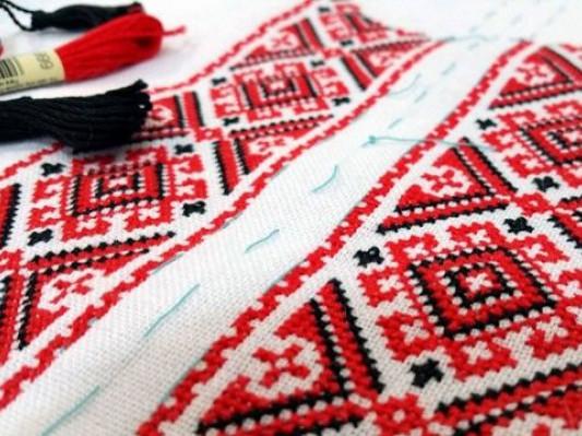 Парафіяни храмів на Волині відправили вишиванки школярам Донеччини