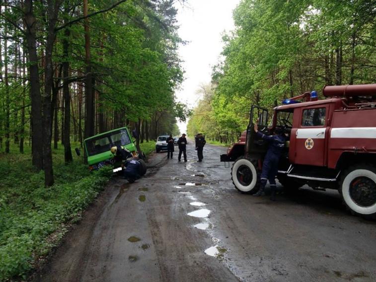 На дорозі «Камінь-Каширський – Седлище» автомобіль впав у кювет