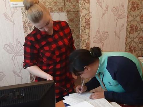 У Камені-Каширському представниці ромської національності допомогли отримати документи на дитину