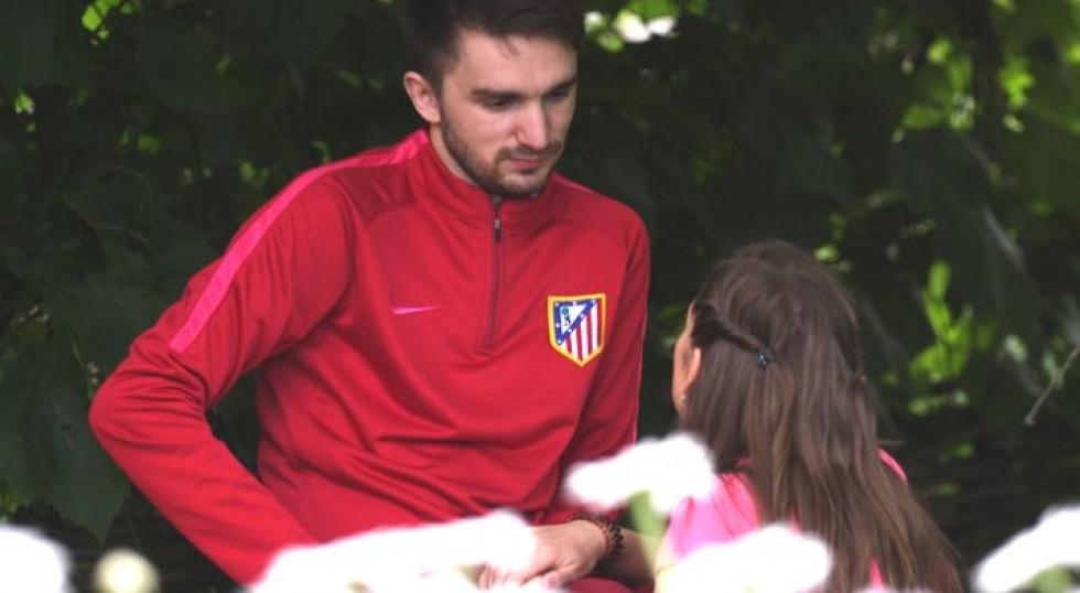 Житель села Сошичне Олександр Романюк