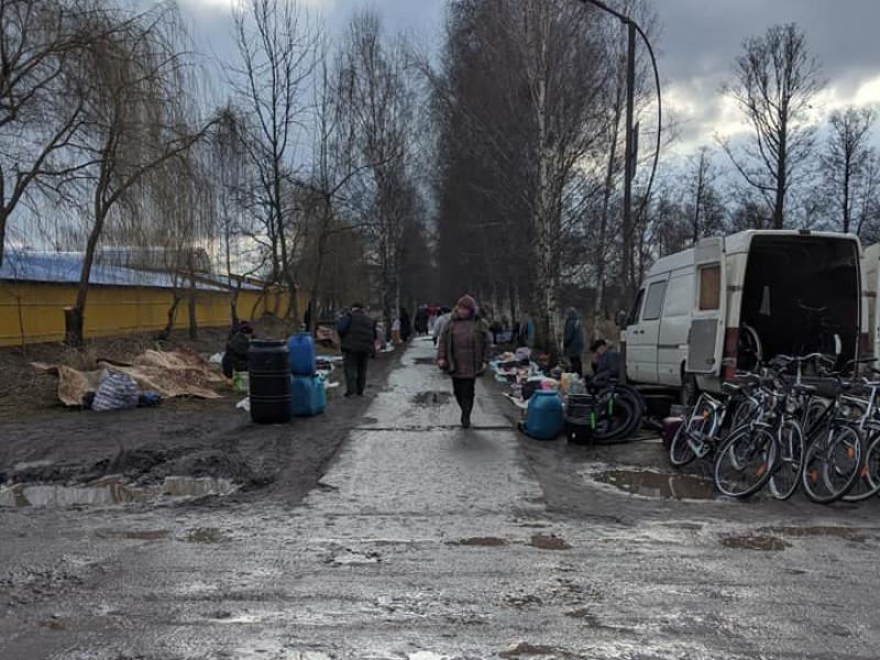 Стихійна торгівля у паркові Каменя-Каширського