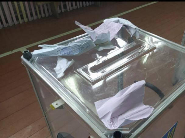 На Камінь-Каширщині виборець порвав бюлетень