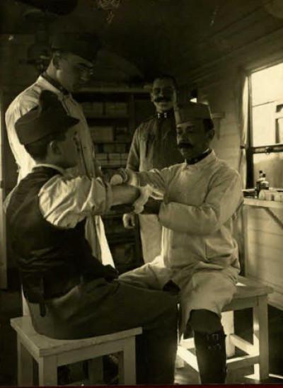 Австрійські солдати на прийомі в лікаря
