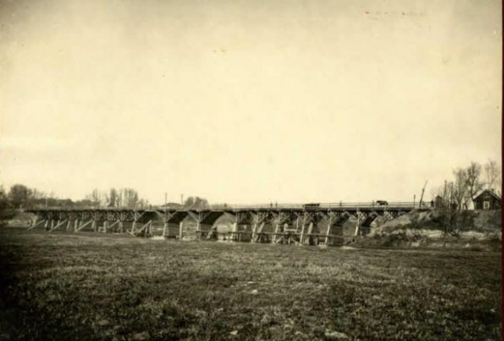 Міст, який веде до Луцька.