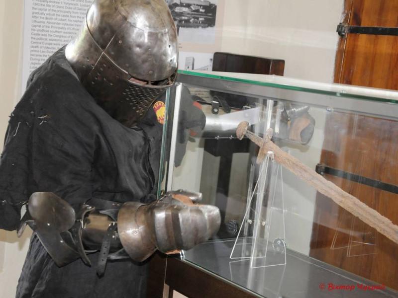 Знайдений у селі Раків Ліс меч експонують у Луцькому замку