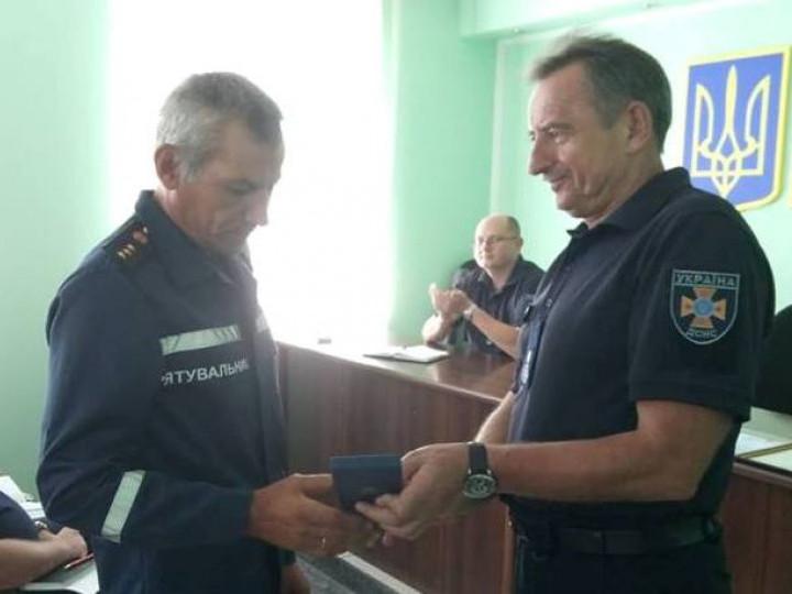 Камінь-каширський рятувальник отримав нагороду від Міноборони