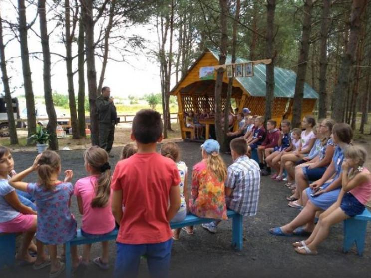 «І дорослим, і дітям: як Камінь-каширські лісівники долучилися до облаштування благодійного табору