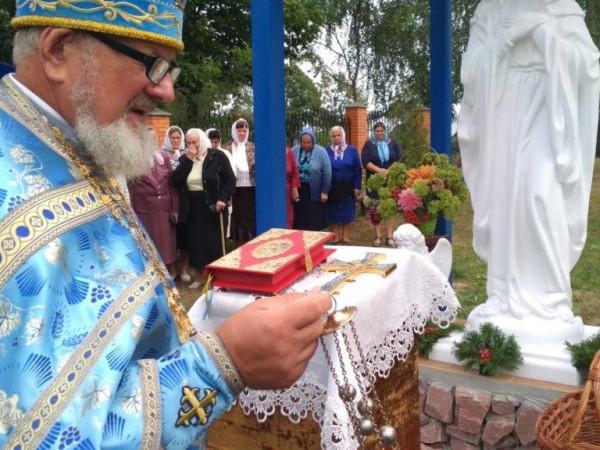 У Раків Лісі освячено скульптуру Пресвятої Богородиці