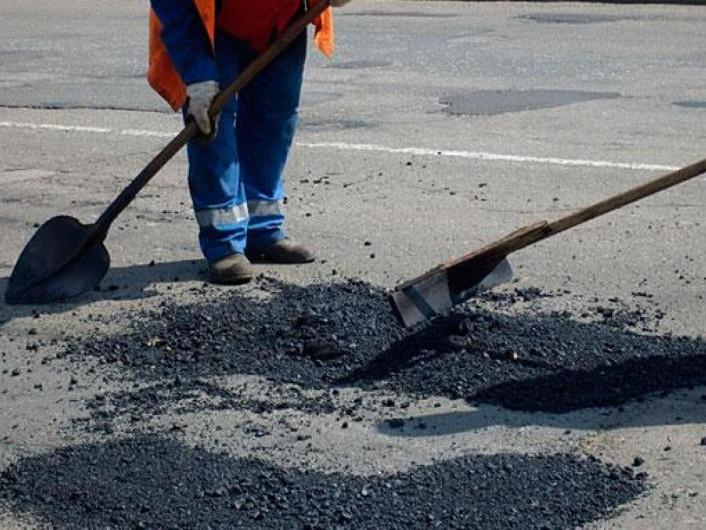 У Камені-Каширському планують ямковий ремонт дороги