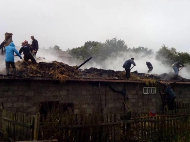 На Волині згоріла будівля зі шлакоблоків
