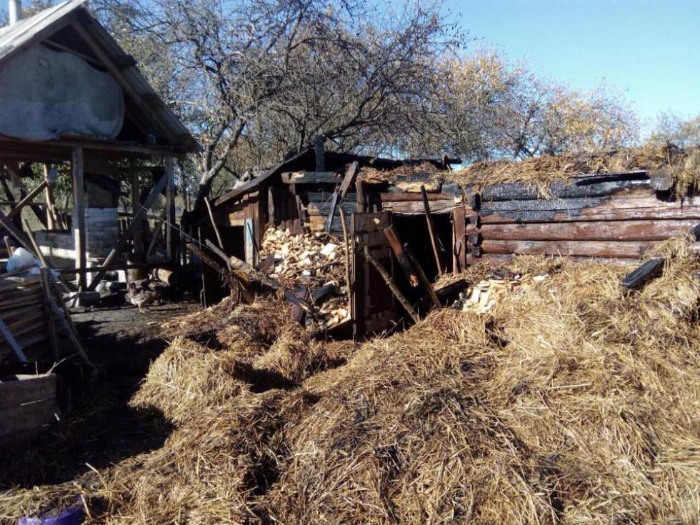 Вогоньзнищив1 тоннусіна, а також пошкодивдерев'янугосподарськубудівлю, 1кубометр дров та 2 тонни сіна