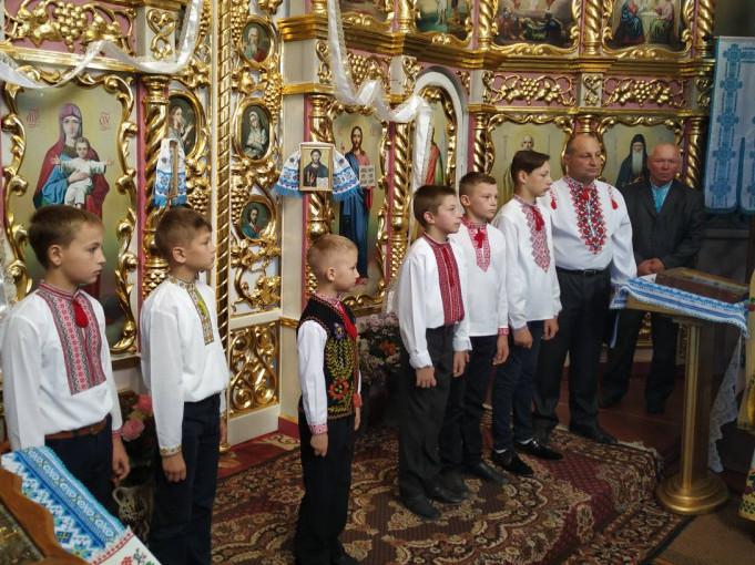 У райцентрі на Волині у храмі співали козацькі пісні