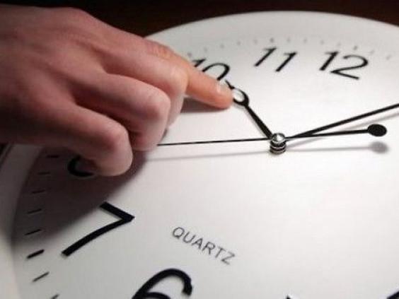 Переводимо годинник на зимовий час: назвали дату