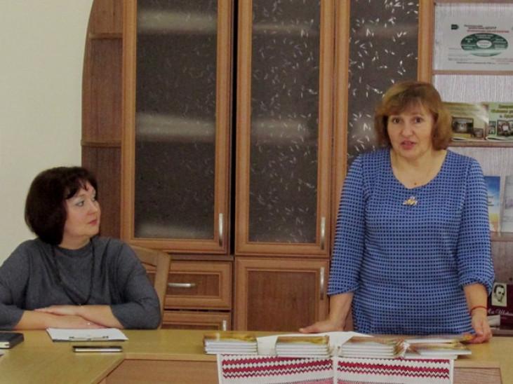 Волинська письменниця поділилася з камінь-каширцями секретами написання поезії, що надихає