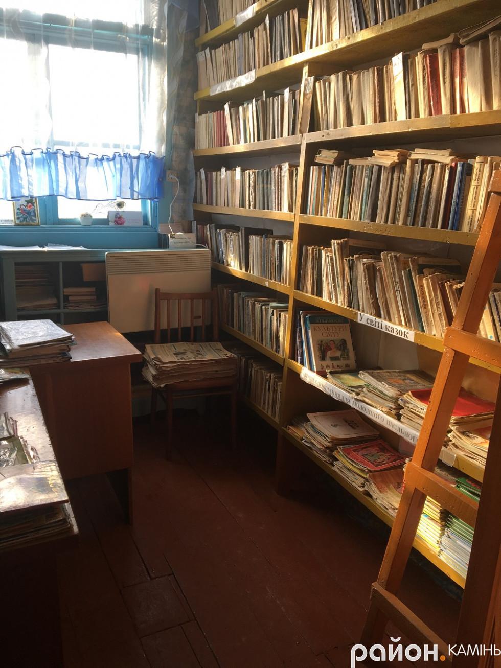 бібліотека в школі села Оленине