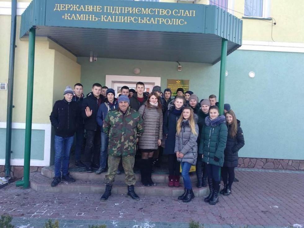Учні у ДП СЛАП «Камінь-Каширськагроліс»