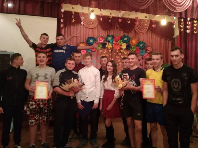 У ЗОШ І-ІІІ ступенів села Ворокомле відбувся конкурс-змагання «Козацькі забави.