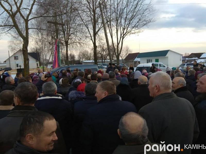 Як на Камінь-Каширщині парафіяни голосували за перехід в УПЦ