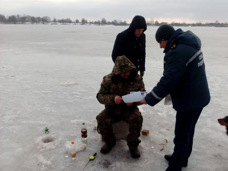 На Волині рибалок застерегли від небезпеки на водоймах