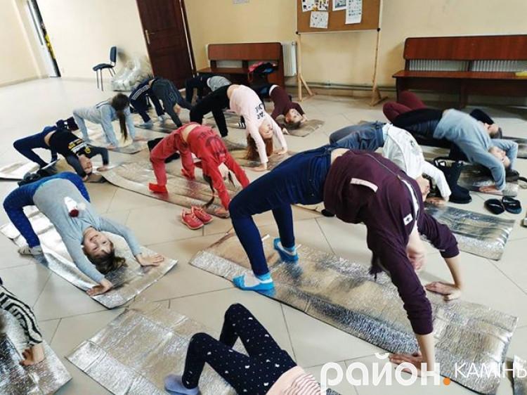 Камінь-каширські діти взяли участь в інтегрованому занятті йоги з англійською