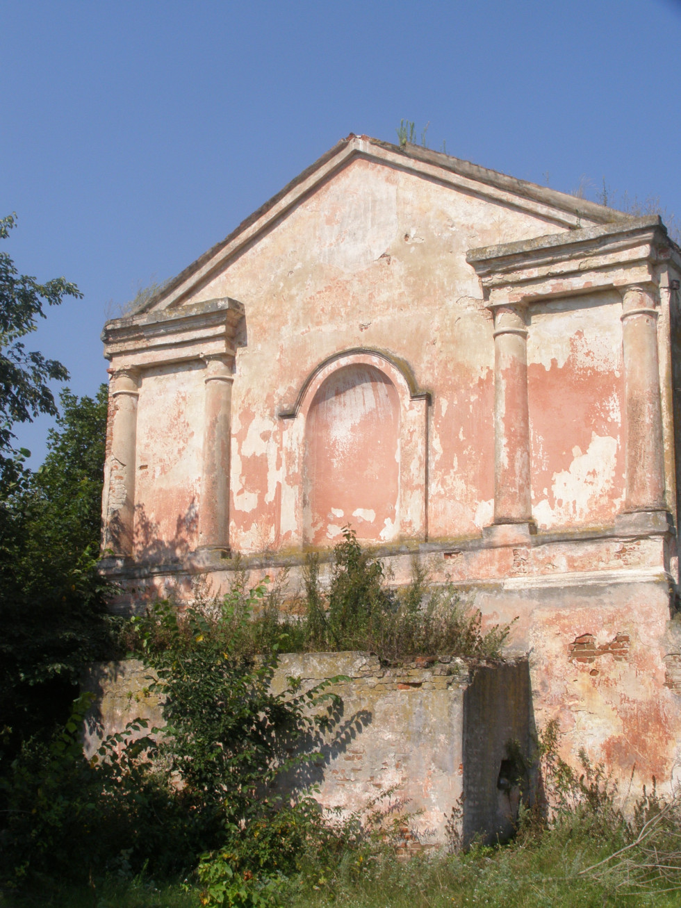 Ворокомле. Фасад каплиці. Фото 2015 р.