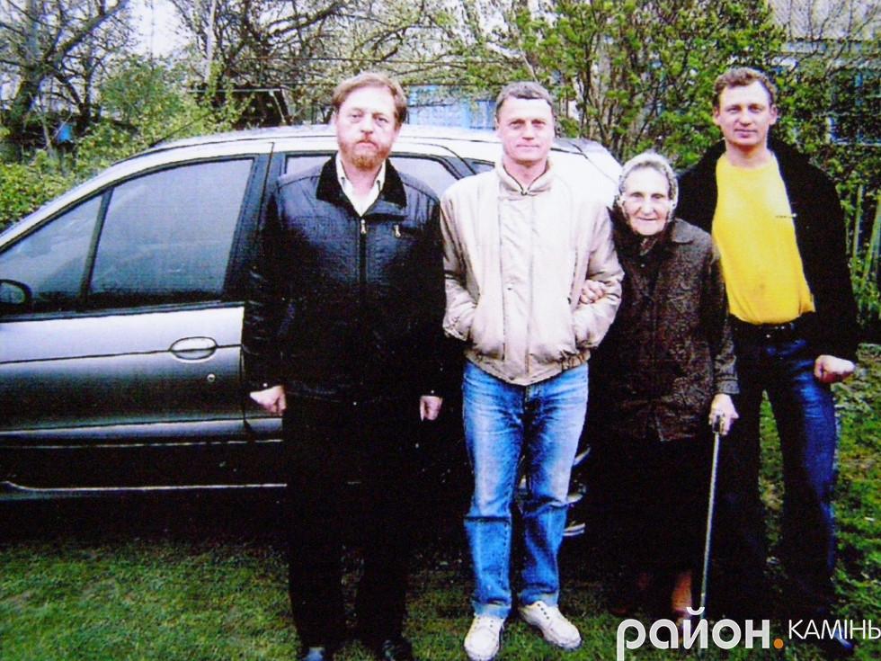 Ольга Білецька (Мичло) з синами.
