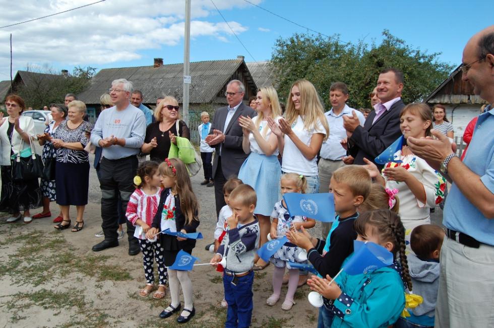 Європейці на зустрічі із громадою села Нові Червища