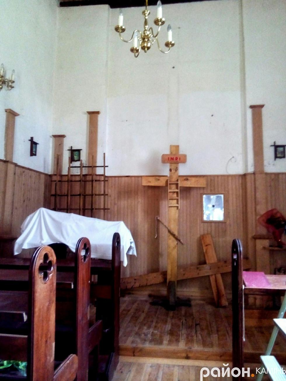 Кімната в капличці, де раніше справляли богослужіння