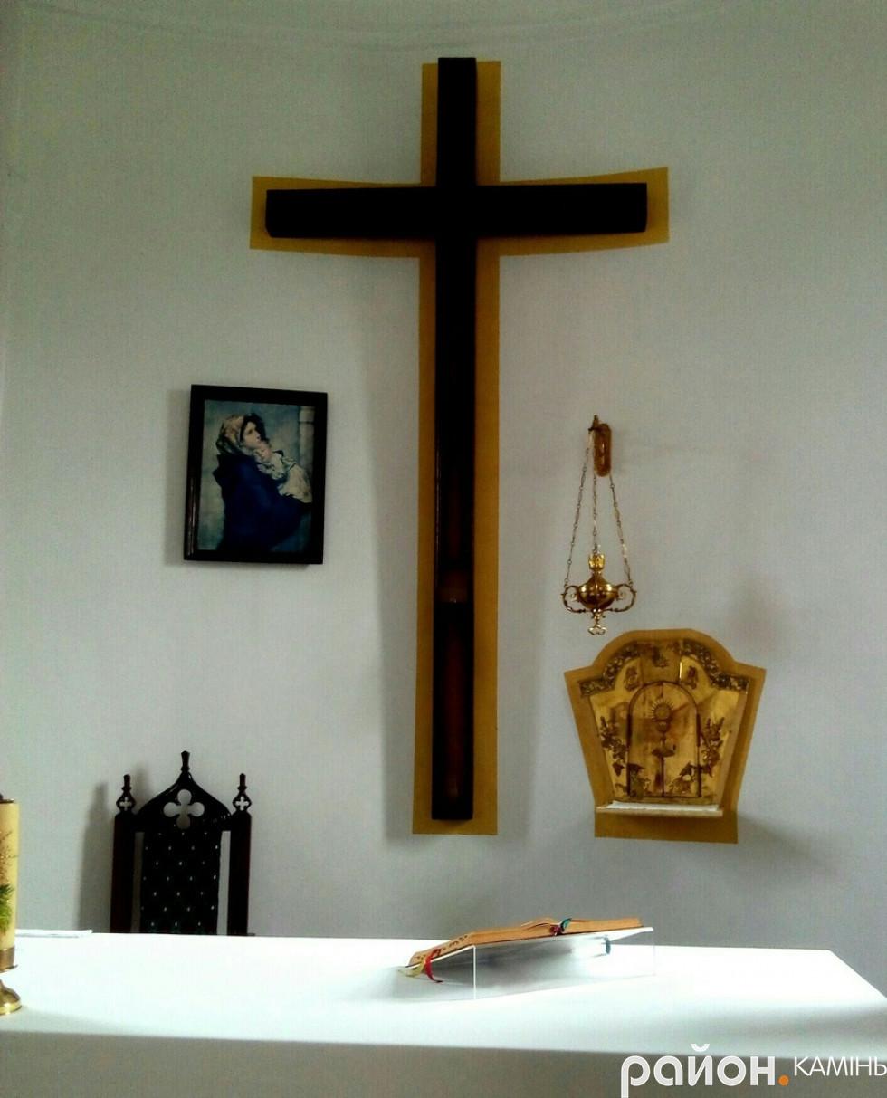 Вівтар в новому костелі