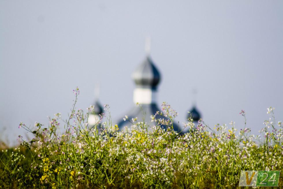 Оленине зустрічає куполами храму Іова Почаївського