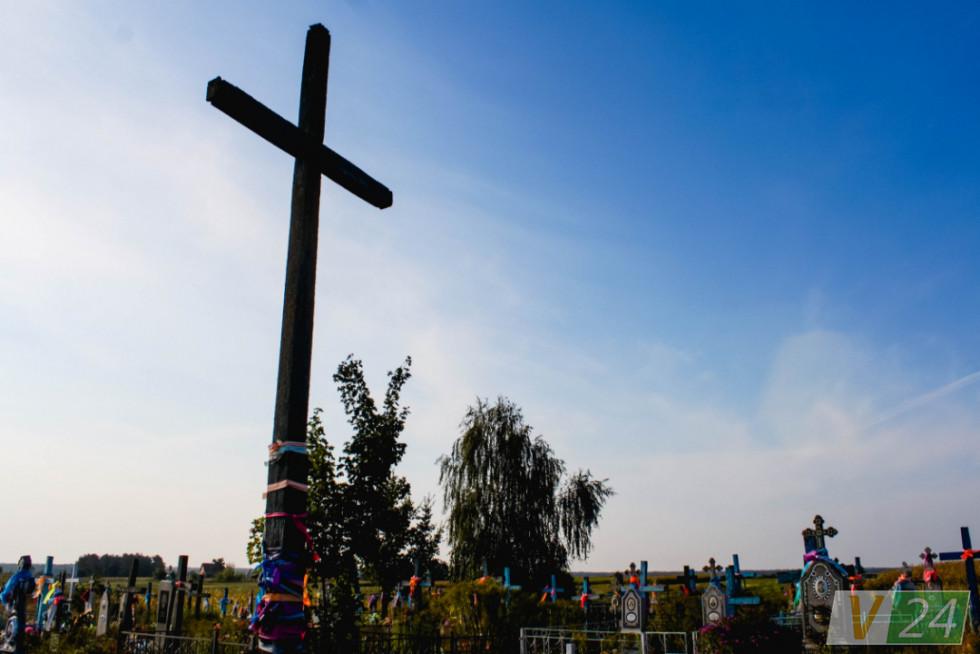 Але споконвіку своєї церкви в селі не було. Як і свого цвинтаря...