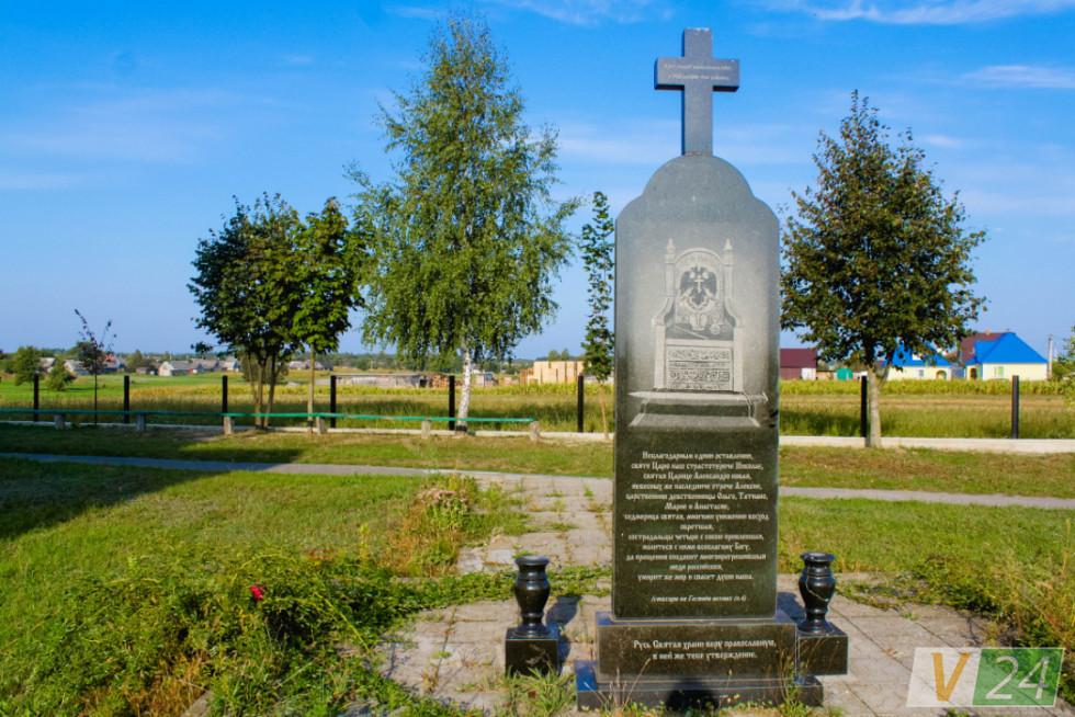 Воювали з пам'ятником царю Миколі, воювали - і лишили!