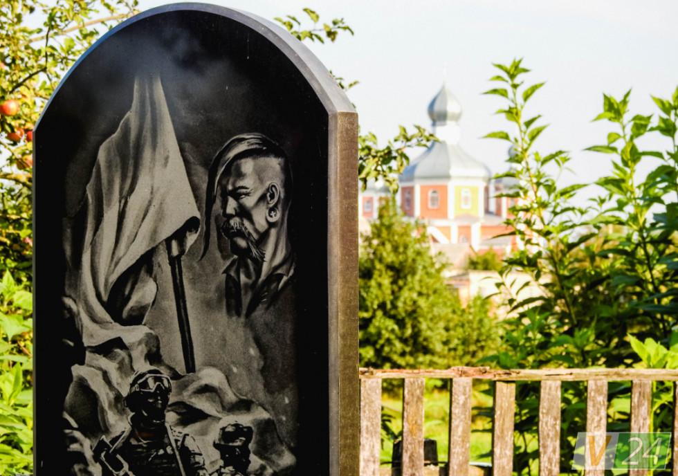 Тепер у селі - інші пам'ятники актуальніші