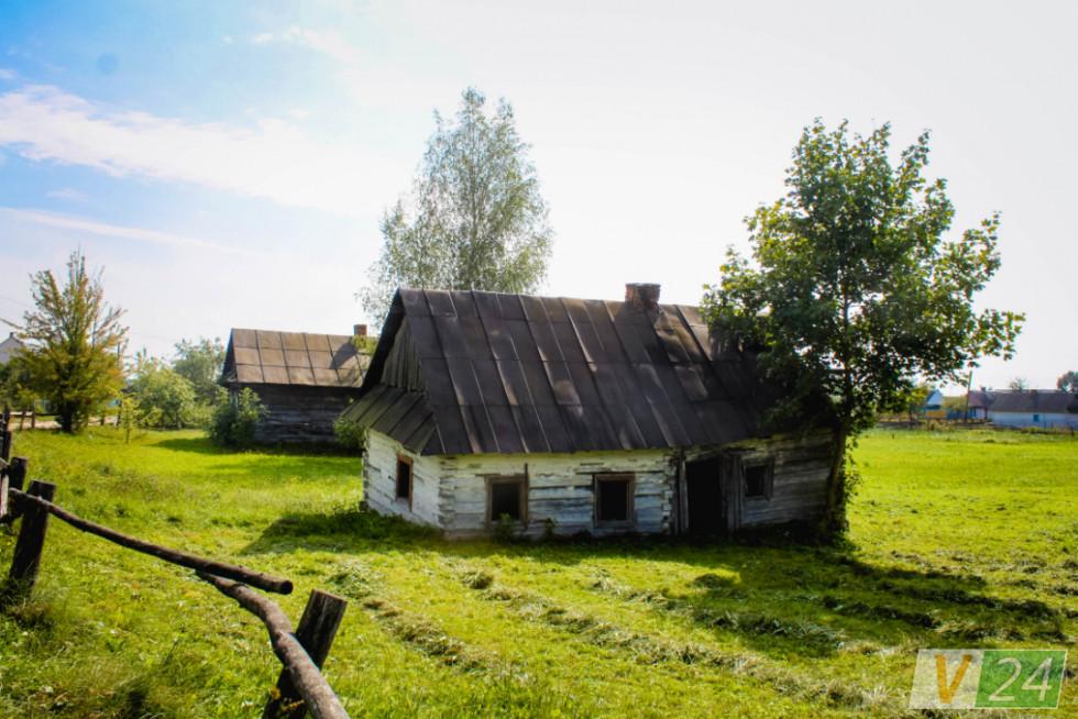Більшість старих хат у селі поставили із дерева, яке привезли із... Сибіру
