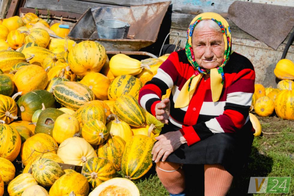 Найстаршій мешканці села вже 95. Колись своїми руками вона копала окопи під Каменем-Каширським!