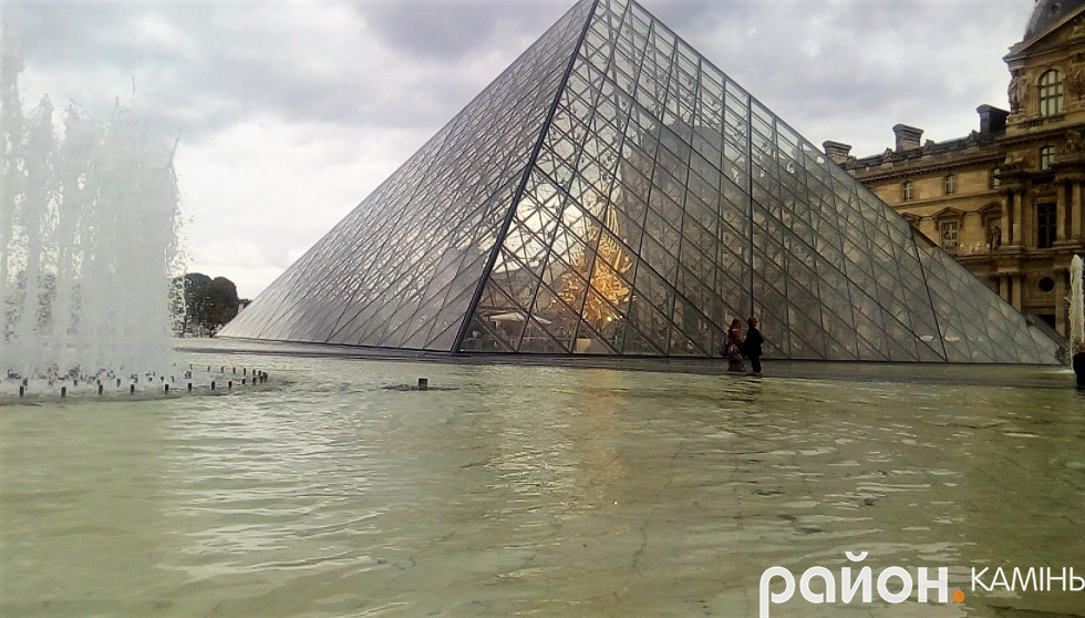 Піраміда Лувра