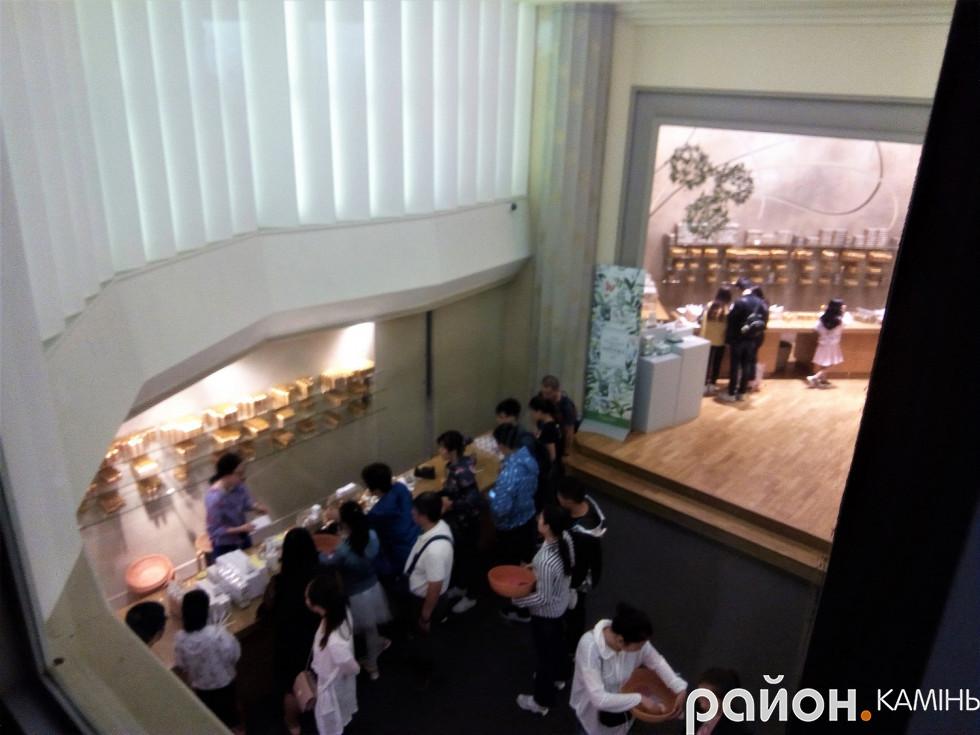 Китайці скуповуються у музеї парфумів