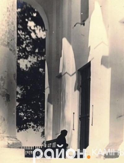 Вхід у костел. Камінь-Коширський, міжвоєнна Польща