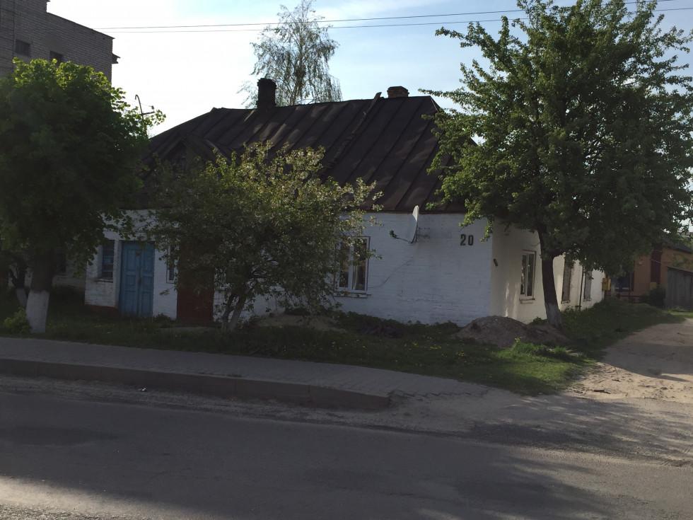У цьому будинку в міжвоєнному Камені-Коширському знаходилася єврейська школа. Фото травня 2019 р.