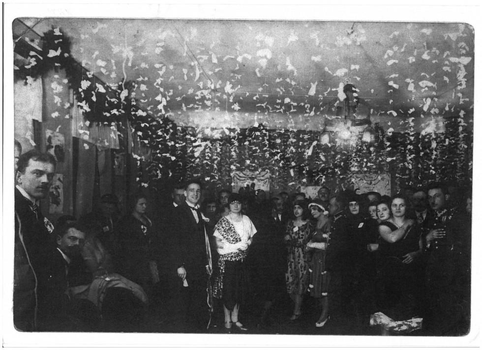 Новорічний бал в Камінь-Коширському народному домі. Кінець 30-х років ХХ ст.