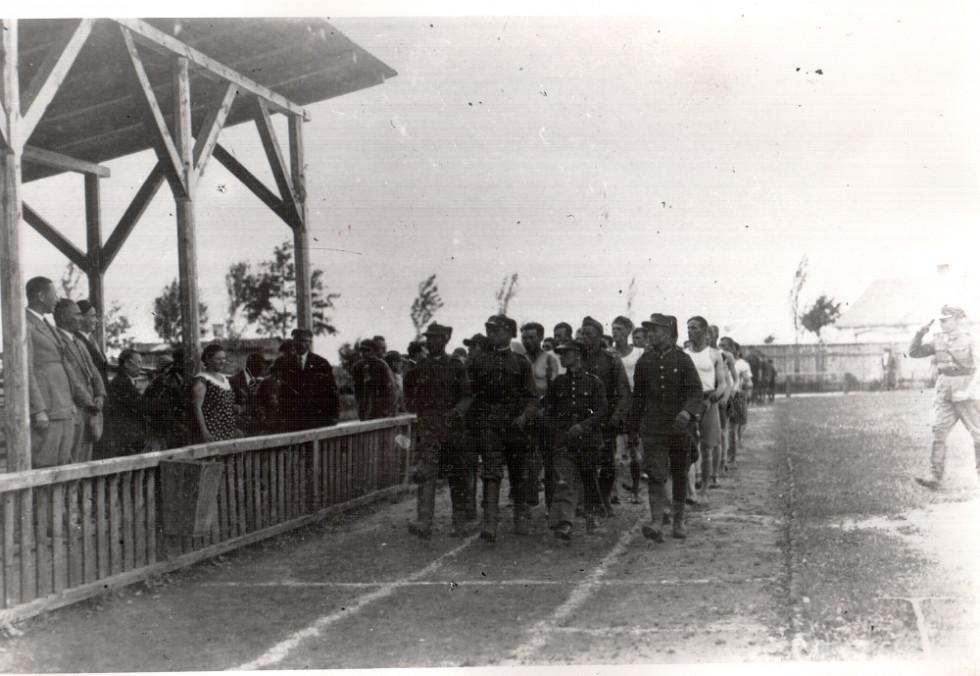 Спортивні змагання на міському стадіоні в Камені - Каширсьокму. Фото 30 - х років ХХ ст.