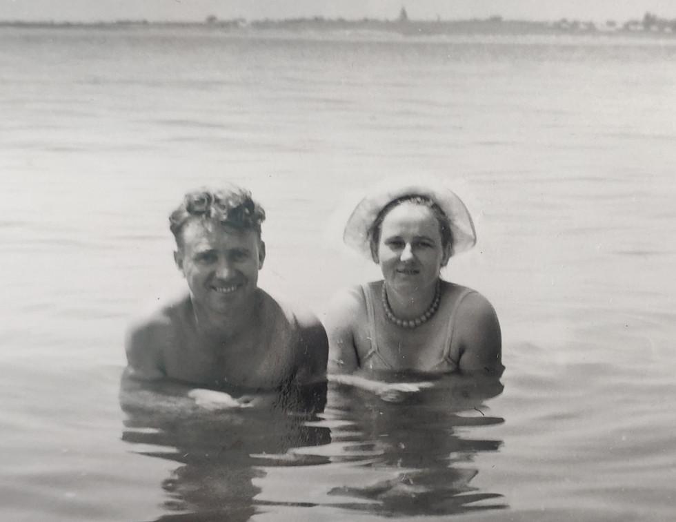 На відпочинку з дружиною. Геленджик 1961 року