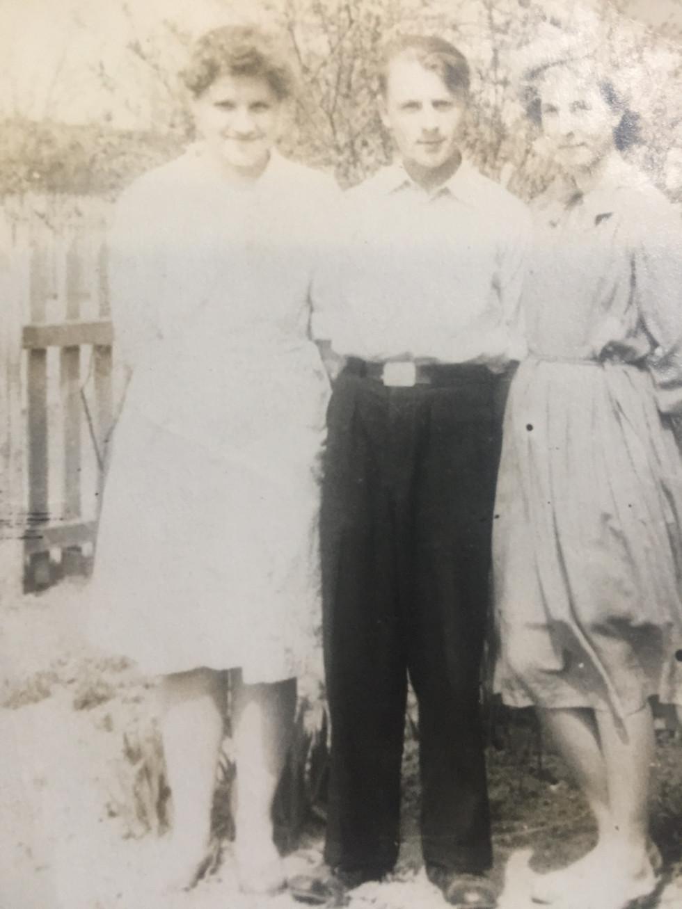 Микола й Ніна (справа) Томюки.1964 р.
